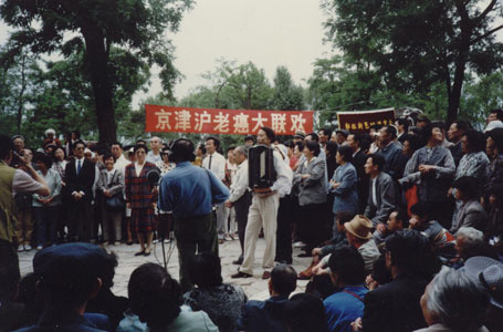 a picture of Walking Qigong gathering